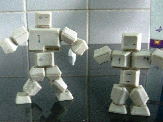 Peças feitas por estudantes amazonenses a partir de lixo eletrônico (Foto: Divulgação)
