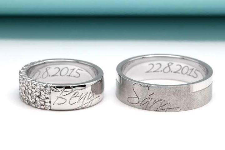 Chcete, aby byly Vaše snubní prstýnky jedinečné?  Zvolte rytinu z vlastnoručního podpisu či vlastního fontu písma. Více informací se dozvíte na našich stránkách