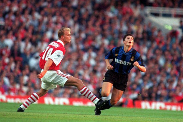 August 1995. Dennis Bergkamp and a young Javier Zanetti during a pre-season friendly #JZ4ever