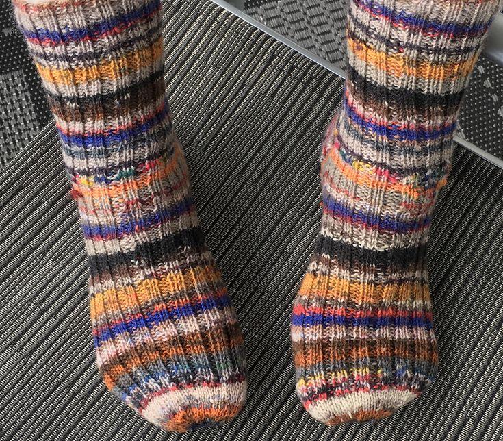 Tynne hjemmestrikkede sokker til herre