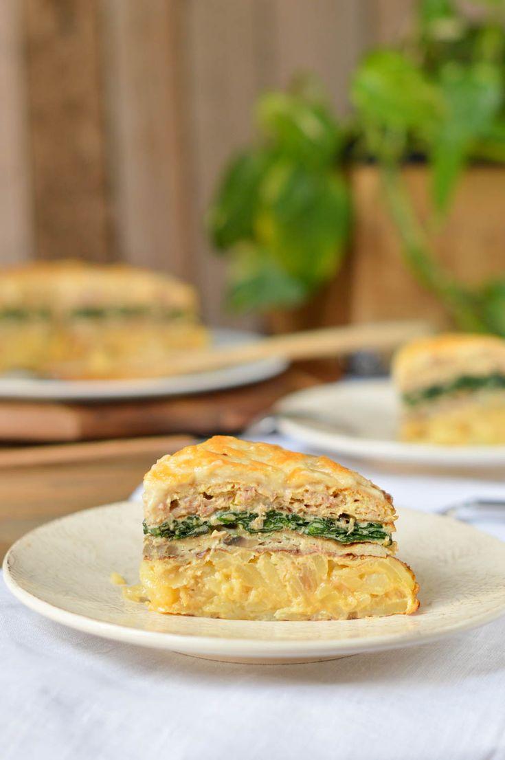 Tortilla de patata, atún, espinacas...crea un pastel de tortillas jugoso y delicioso.