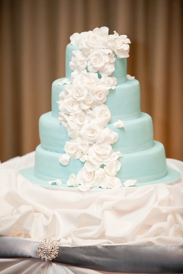 turquoise blue and white wedding cakes wedding cake turquoise with white flowers wedding 21306
