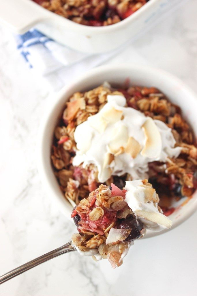 Healthy Mixed Berry Crisp with simple ingredients- you'd never know it's healthy! Serve warm with fresh whipped cream or vanilla ice cream | healthy-liv.com