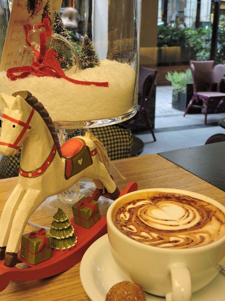 Κάνει κρύο! Ότι πρέπει για ένα ζεστό cappuccino στο caffe Clemente VIII