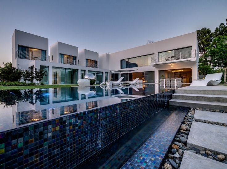 Unique Contemporary Villa by Nestor Sandbank | HomeDSGN, a daily source for inspiration and fresh ideas on interior design and home decorati...