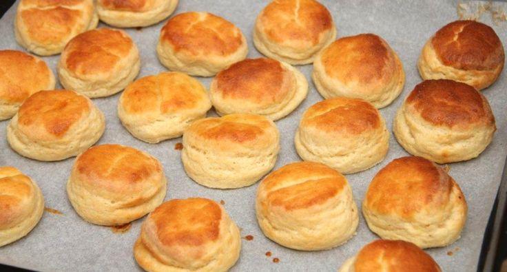 Przepis na leciutkie ciasteczka (pogácsa) ziemniaczane: Jest to jeden z najprostszych przepisów na pogacze ziemniaczane! Bardzo smaczne!