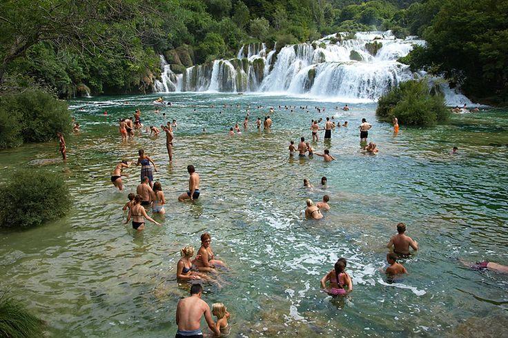 Cykloplavba 3 - Dalmácie sever - vodopády Krka: http://www.novalja.cz/chorvatsko/plavby-lodi/plavba-lodi-cykloplavba-3/