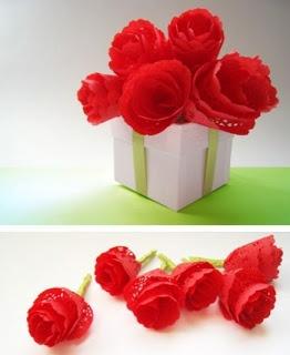 Con blondas de papel: Red Paper, Paper Rose, Idea, Mothers Day, Doilies Rose, Paper Doilies, Paper Flowers, No Fuss Paper, Paper Plates