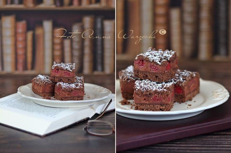 Czekoladowe ciasto z pianką budyniową i malinami @cafeamaretto