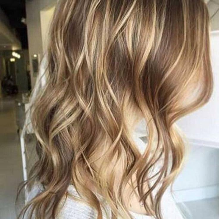 Hellbraunes Haar mit Blonden Strähnen