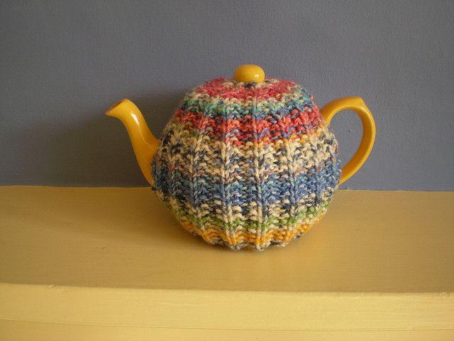 Ravelry: Mistake Rib Tea Cosy pattern by Frankie Brown. Free knit pattern.