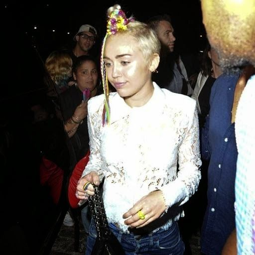 Armario de Noticias: Miley Cyrus y Lily Allen 'asaltan' un karaoke