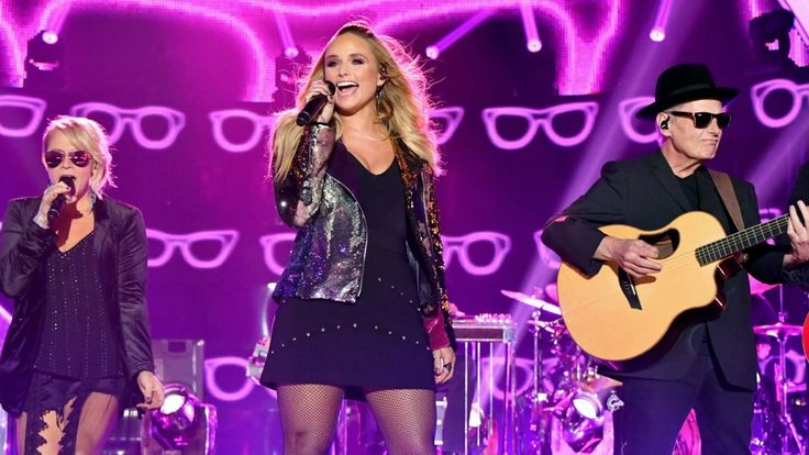 Almost everyone in the audience at Wednesday night's (June 7) 2017 CMT Music Awards was wearing stylish eyewear when Miranda Lambert took the stage to perform