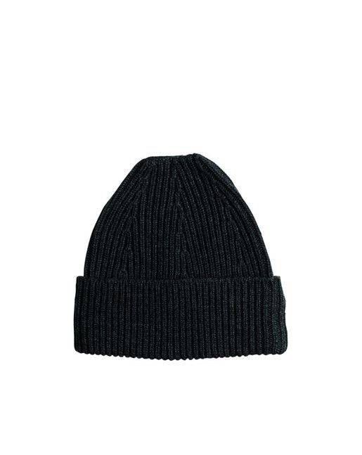 A soft hat in a cashmere/wool blend. Clean look with fully fashion details at top.