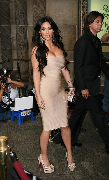 Kim-Kardashian-Nude-Strapless-Figure-hugging-7