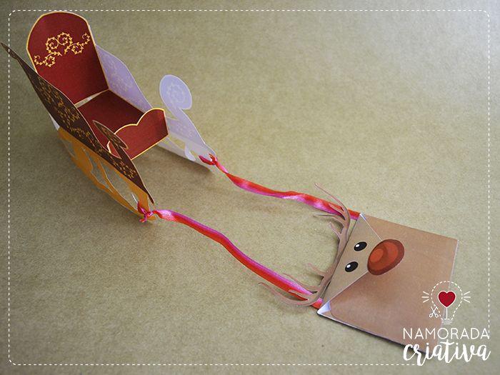 Mais um mimo de Natal pra gente fazer e amar♥ A ideia é entregar uma cartinha desejando Feliz Natal e agradecendo pelo ano de forma mais criativa. Adivinha quem traz a cartinha? Uma rena! E adivinha o que mais ela traz? Um trenó cheinho de amor, felicidade, surpresas e bons momentos♥  Materiais -Cola -Tesoura -Fitas de presente -Confetes -Balinhas ou chocolatinhos -Fotos 3x3 impressas do casal -Papel colorido (opcional) -Moldes impressos  MOLDE >>> Trenó do nosso amor<<<  Passo a passo do…