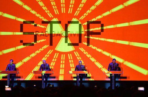 Kraftwerk haben zwei einmalige Konzerte bei uns in der Liederhalle gespielt (die übrigens nach nur wenigen Stunden komplett ausverkauft waren). Das findet auch stuttgarter-nachrichten.de:  http://www.stuttgarter-nachrichten.de/inhalt.kraftwerk-in-stuttgart-die-zeitlosigkeit-der-roboter.3814361b-f0e0-4f5a-994a-1b62e8d1d234.html