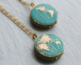 Weltkarte Medaillon, personalisierte Globe Halskette, Planet Erde Halskette, personalisierte Halskette, Türkis Medaillon, Reisende, Reise-Halskette – Schmuck ist Frau's beste Freundin