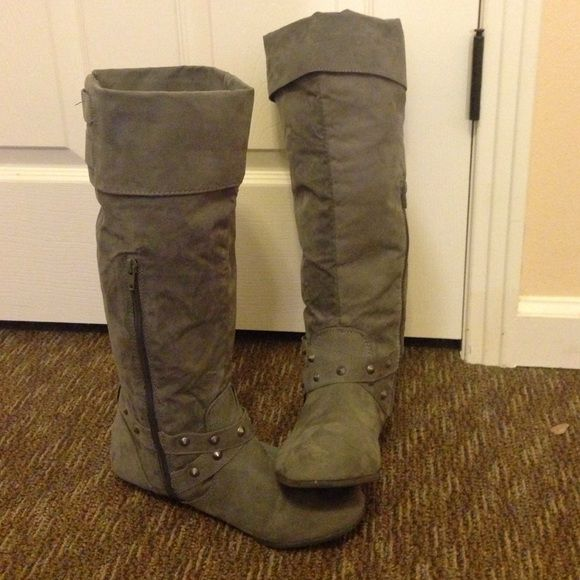 Sale🎉Gray Suede Boots These gray suede boots are comfortable knee high boots. They go well with most outfits and they come in a size 9. Let me know if you're interested! Rampage Shoes