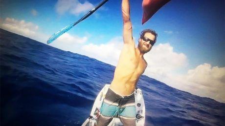 RECORD MONDIAL! Un bărbat a traversat Oceanul Atlantic într-o barcă cu vâsle