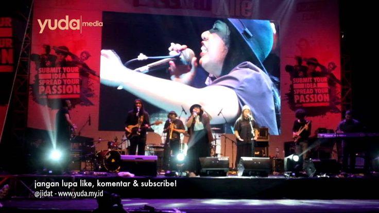 Live  Concert Indie Music Indonesia Wake Up Iris; Stars and Rabbit; dan Pandai Besi (Jelmaan Efek Rumah Kaca) di Lembah Dieng Malang. Semalam 8 Oktober 2016 konser dalam acara PassionVille yang diselenggarakan oleh Wismilak Mild. Selamat menyaksikan semoga terhibur :)  Thanks for like comment and subscribe.  Don't forget to visit Jidat's page at: Website    : http://www.yuda.my.id Blog          : http://blog.yuda.my.id Photoblog  : http://jidat.tumblr.com Facebook  : http://fb.me/jidat…