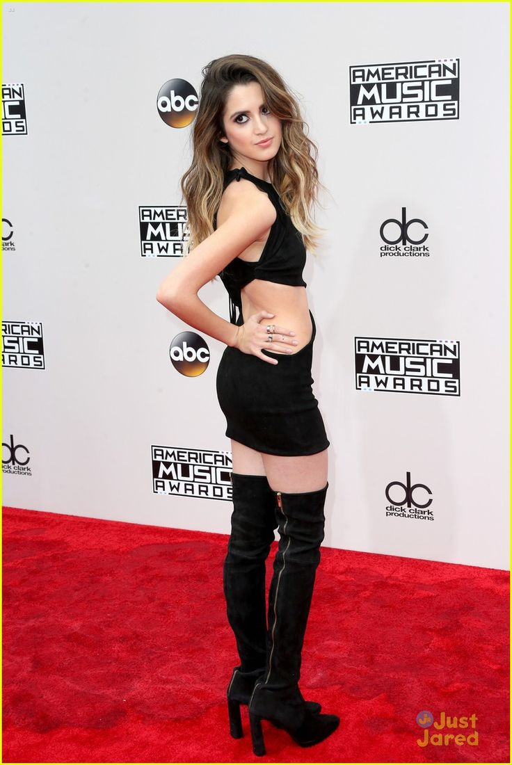 laura marano bailee madison amas red carpet 02