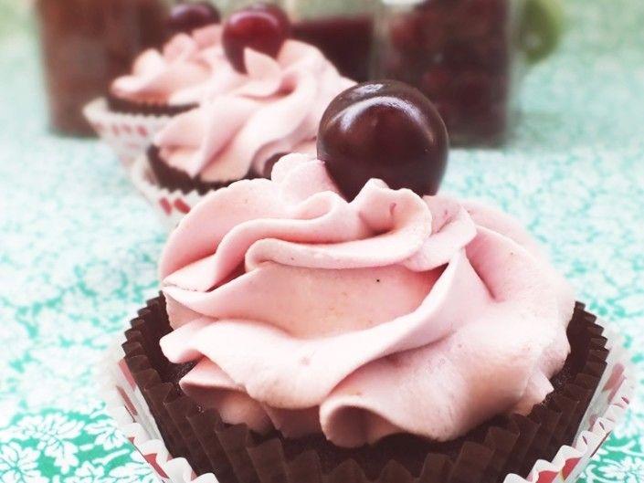 Czekoladowe cupcakes z wiśniami - Cupcake Factory