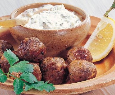 Hackfleischbällchen und Tzatzíki - Rezept - Saisonküche