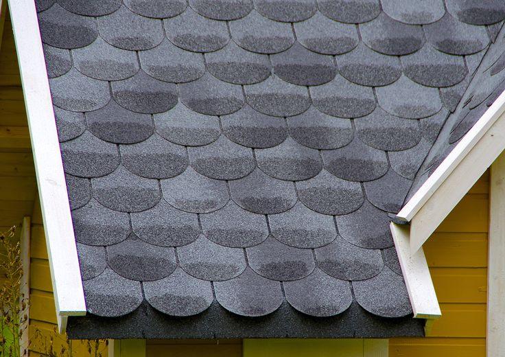 Både Isola og Icopal leverer takpapp som etterlikner tungeformet skifer. Billigere og enklere å legge enn skifer, og på lang avstand (og med skitne briller) ser det ganske likt ut.