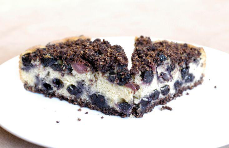 Fotorecept: Čučoriedkovo-višňový koláč s cereálnou posýpkou