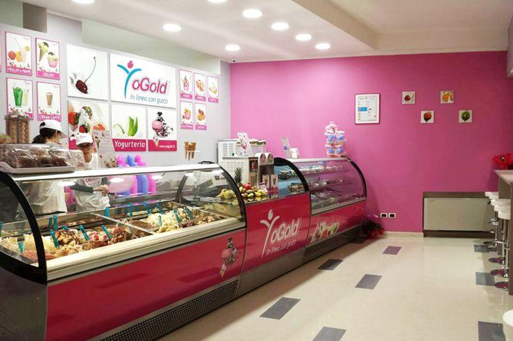 Dal 2002 produciamo e vendiamo yogurt-gelato e gelato artigianale nei nostri punti vendita diretti con grande successo.