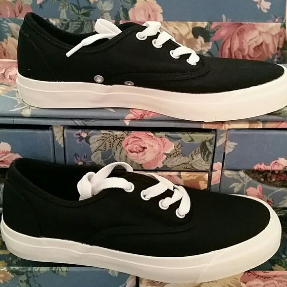 Pro Keds Athletic Shoes 🆕✅✅Never worn Black Pro Keds Athletic Shoes ✅✅🆕 Will ship them out next day after purchase 😊 keds Shoes