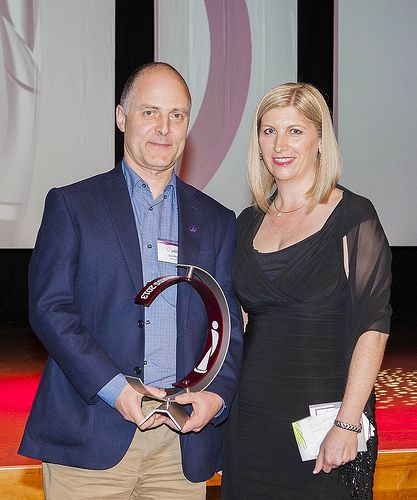CSIRO Benson Entrepreneur of the Year Leni Mayo accepting his award from Dr Bronwyn Harch, Chief, CSIRO Computational Informatics at the 2013 iAwards Gala Dinner