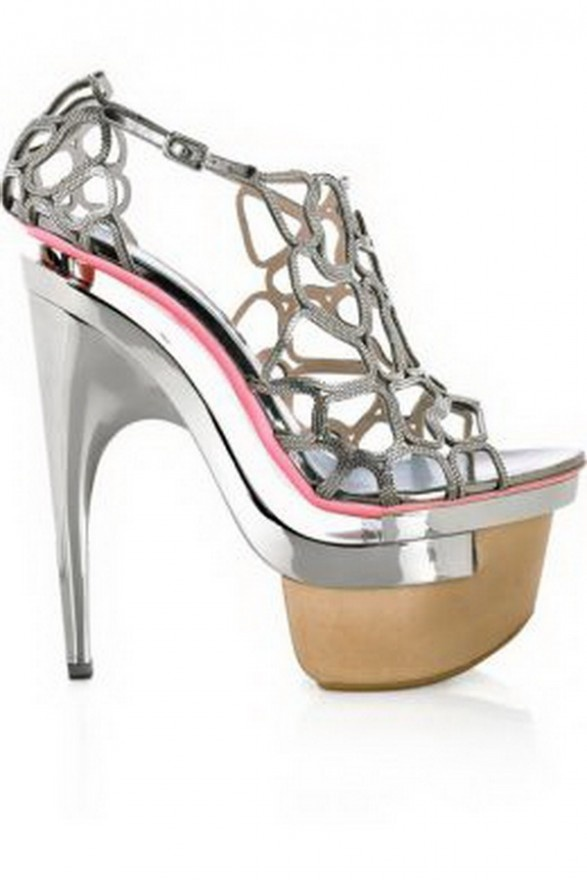 Versace: Fashion, Designer Shoes, Style, Metals, Intrecciata Metal, Heels, Versace Intrecciata, Platform Sandals