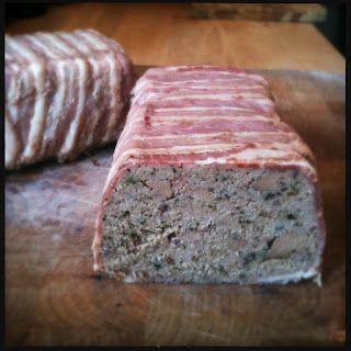 Terrine med svin, kalv og kyllingelever svøbt i bacon