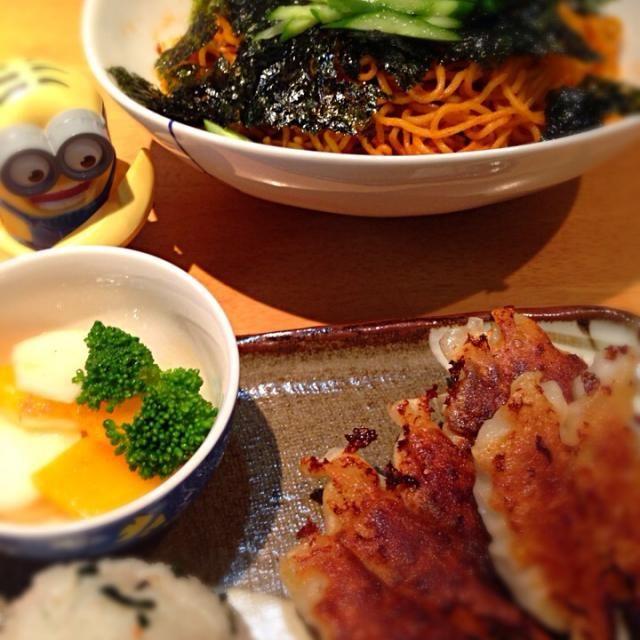 今日は中華の日♡ 我が家はみんな餃子大好き♡ - 14件のもぐもぐ - 餃子とビビン麺と柿サラダとおにぎり♪ by mayumi3