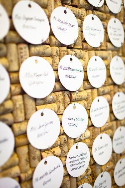 tableau en bouchon de liège pour plan de table mariage thème vignoble.