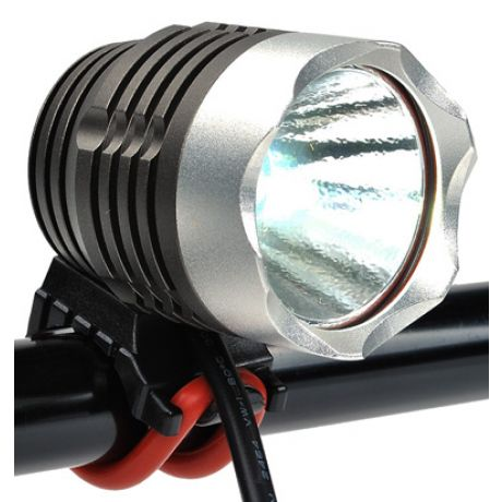 The Zartek ZA-435 is a rechargeable bike light with a 900-lumen, 480-metre beam and extra heavy-duty aluminium casing.