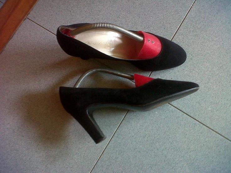 Black chamois decolleté. Pino Binda master shoemaker in Torino Italy