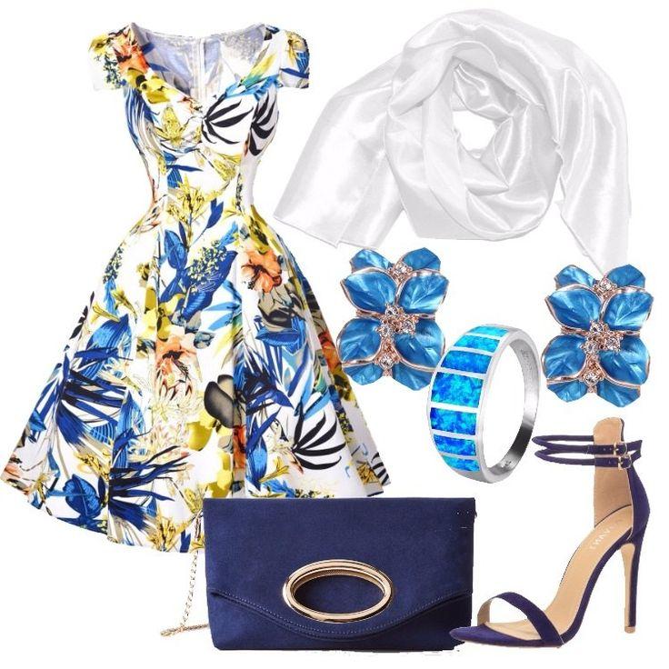 Vestito bianco con fantasia di foglie e fiori sui toni del blu e del giallo, a maniche corte, in cotone, con lunga cerniera dietro; stola di raso bianca, borsa a sacchetto blu, scamosciata, con catenella; sandali blu, scamosciati, con tacco alto di circa 11 centimetri; orecchini placati oro 18 carati con fiori smaltati di blu e piccoli cristalli decorativi, ed infine anello in argento con opale azzurro.