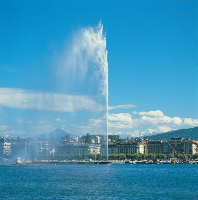 Genf mit Genfer See und Springbrunnen (145 m hoch) - Copyright by Switzerland Tourism By-line:  swiss-image.ch/Lucia Degonda