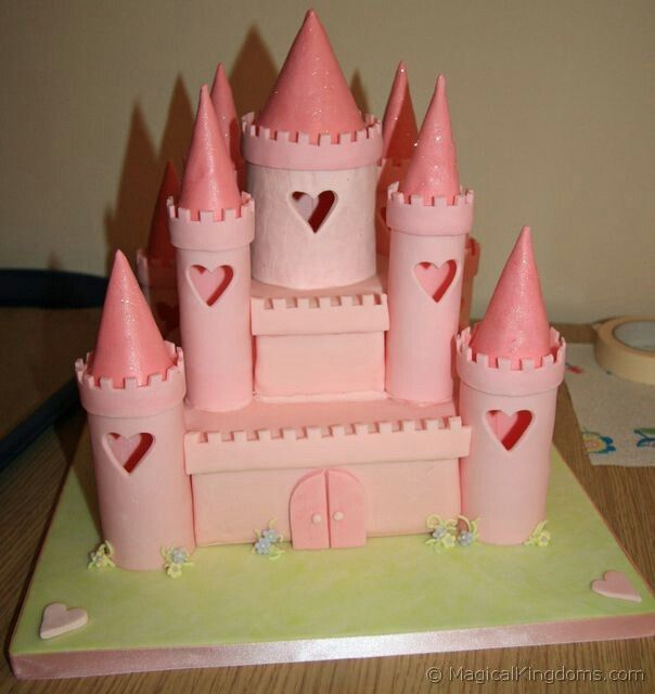 su Torte di compleanno a forma di castello su Pinterest  Torte di ...