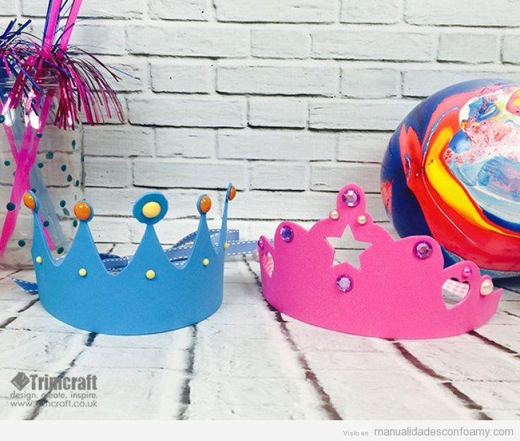 Corona de rey y reina hecha con foamy para cumpleaños infantiles