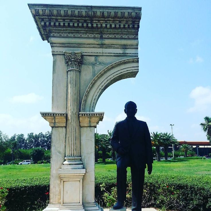 Ataturk at a half arch at Antalya bus station. #antalya #turkey