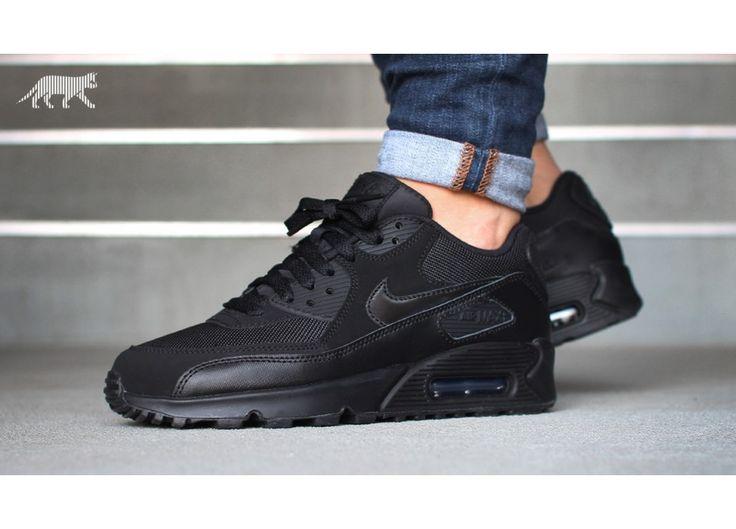 all black air max