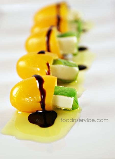 Mini Tomato Caprese Appetizer recipe! Super healthy  Clean eating, too. #appetizers #recipes #healthy #cleaneating #vegetarian