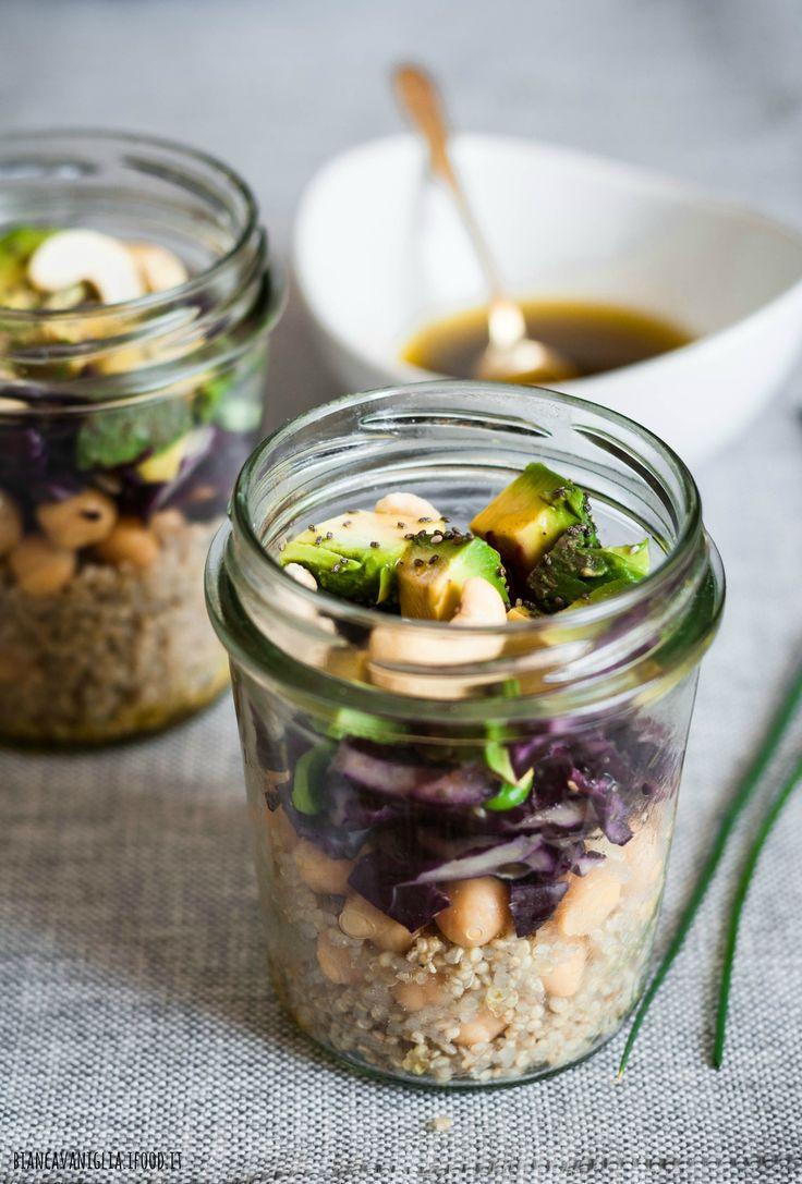 Insalata di quinoa con avocado e ceci