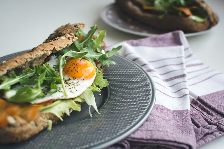 With clean, wholesome vegetables like arugula and radishesand vitamin-rich superfoods like eggs, this baguette packs a powerhouse of nutrients.