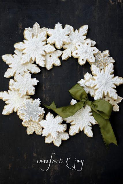 Snowflake Sugar Cookie Wreath : pretty presentation idea