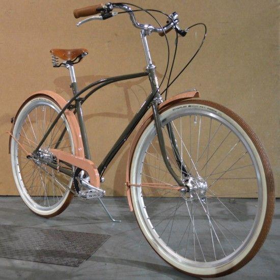 """Achielle gehört zu den belgischen Traditionsherstellern mit langer Geschichte seit 1946. Die Unterzeile """"Vintage & Nostalgic Bicycles"""" im Firmennamen dürfte halbwegs gut beschreiben, welcher Art von Stahlrahmen-Bikes sie sich verschrieben haben. Das neueste Modell mit dem besonders kurzen und einprägsamen … Weiterlesen →"""